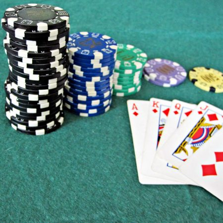 Play Texas poker online whenever you want